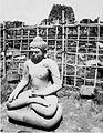 COLLECTIE TROPENMUSEUM Boeddhabeeld bij de Candi Sewu TMnr 60016417.jpg