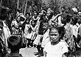 COLLECTIE TROPENMUSEUM Dansen bij het Ma'bugi padang TMnr 20000425.jpg