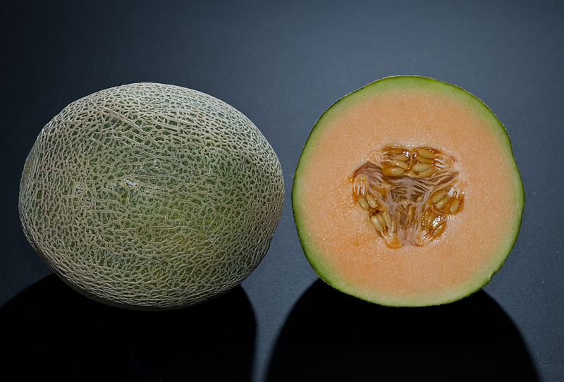 how to cut a cantaloupe properly