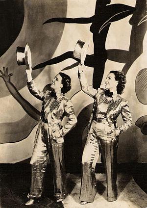 Aurora Miranda - Aurora with Carmen Miranda in Alô, Alô Carnaval (1936).