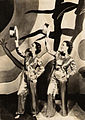 Carmen Miranda e Aurora Miranda em Alô, Alô Carnaval (1936).jpg