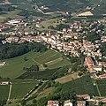 Castagnole delle Lanze, veduta aerea - Il nucleo storico (2).jpg
