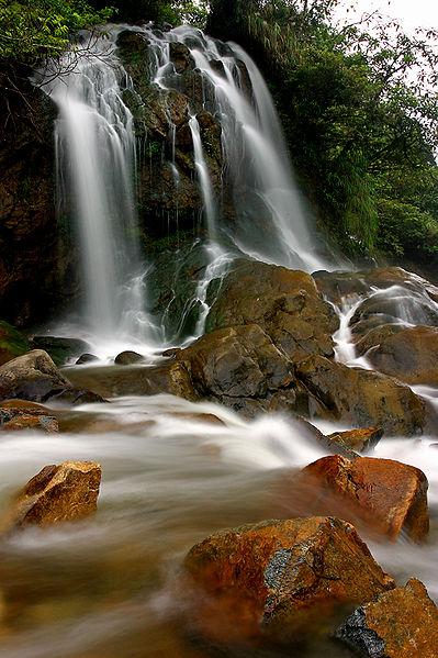 Tập tin:Cat Cat waterfall.jpg