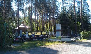 Ближнее кладбище Снежинска. На переднем плане— обелиск Б.В.Литвинову