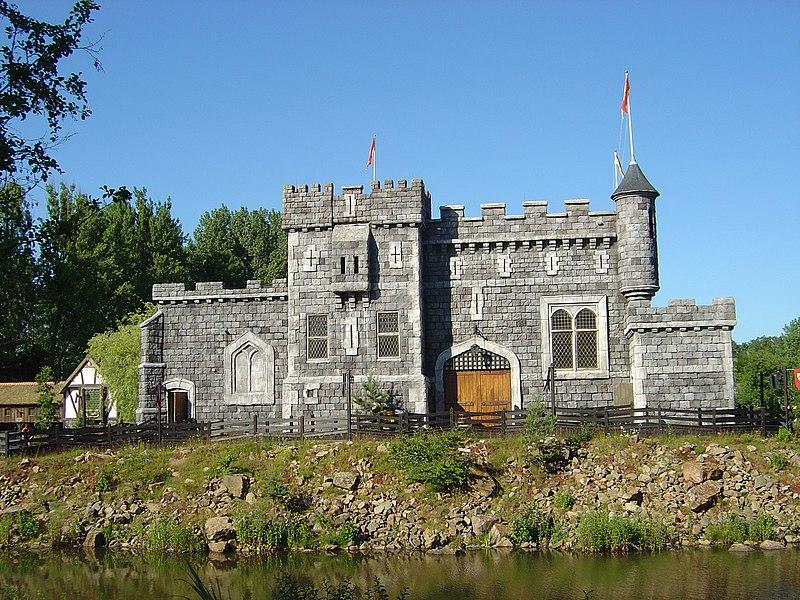 File:Château magique de Merlin.JPG