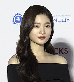 Chaeyeon at Gaon Music Awards red carpet on January 8, 2020 02.jpg