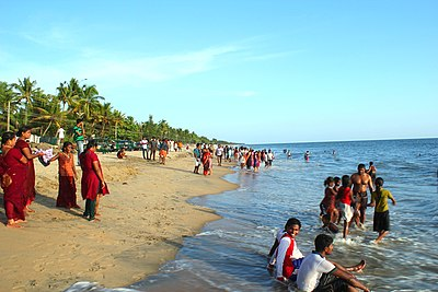 Tourists enjoying evening on the Cherai Beach