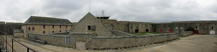 Citadelle de Port-Louis (4) - Batiments intérieurs.jpg