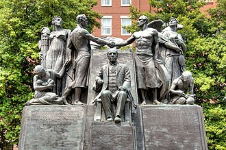 Samuel Gompers Memorial - Image: Close view of Samuel Gompers Memorial