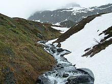 Fonte des neiges sur la route du col du Petit Saint-Bernard, côté français