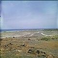 Collectie Nationaal Museum van Wereldculturen TM-20029617 Kustgezicht Aruba Boy Lawson (Fotograaf).jpg