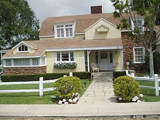 Wisteria Lane - Image: Colonialstreet Johnsonhome