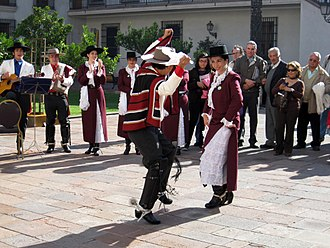 Fiestas Patrias (Chile) - People dancing cueca in the Palace of La Moneda.