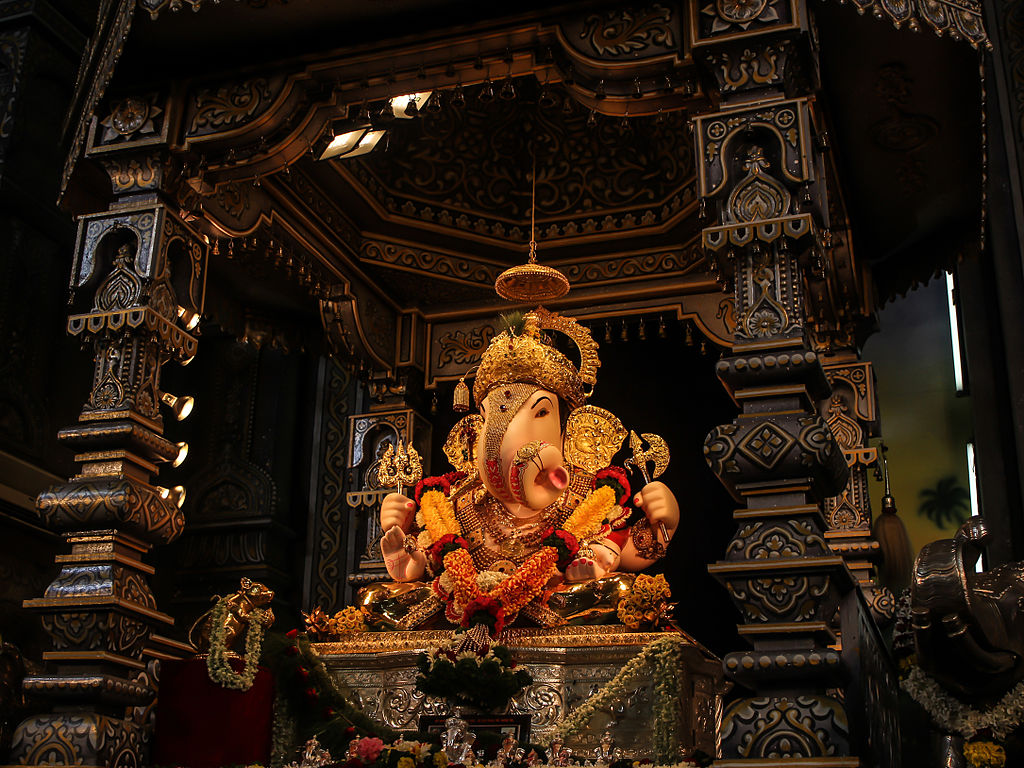 File:Dagdusheth Ganpati, Pune.jpeg - Wikipedia