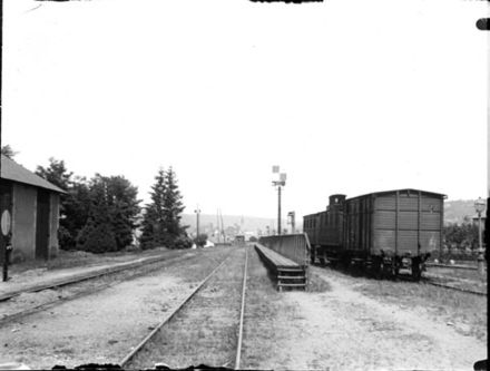 The Station at Aurillac in 1898 Dans la gare, Aurillac, 18 juillet 1898 (5963698868).jpg