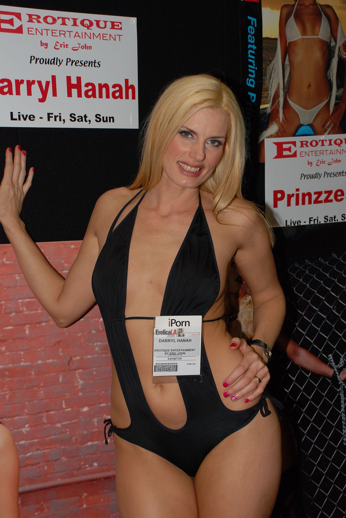 http://upload.wikimedia.org/wikipedia/commons/thumb/4/42/Darryl_Hanah_at_Erotica_LA_2009_2.jpg/1200px-Darryl_Hanah_at_Erotica_LA_2009_2.jpg