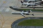 Delta N914DE McDonnell-Douglas MD-88 (35942032654).jpg