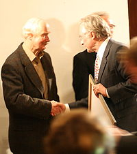Dawkins receiving the Deschner Prize in Frankfurt, October 12, 2007, from Karlheinz Deschner.