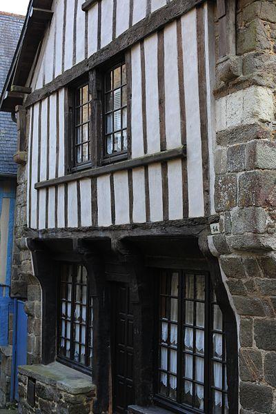 File:Dinan - 64 rue du Petit-Fort 20130216-01.JPG Исторические памятники Динана, достопримечательности Динана, фотографии Динана