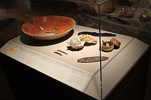 Middle American Research Institute - Image: Dishes and pendants