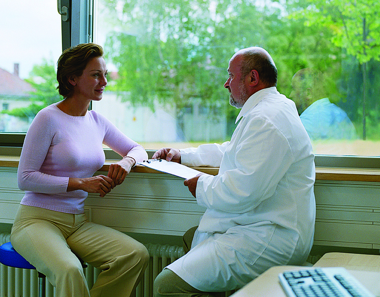 File:Doctor discussing diagnosis with patient.tiff