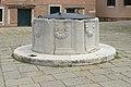 Dorsoduro vera da pozzo Campo drio il Cimitero a Venezia 2.jpg