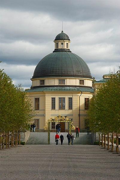 Plik: Drottningholms slottskyrka września 2011.jpg