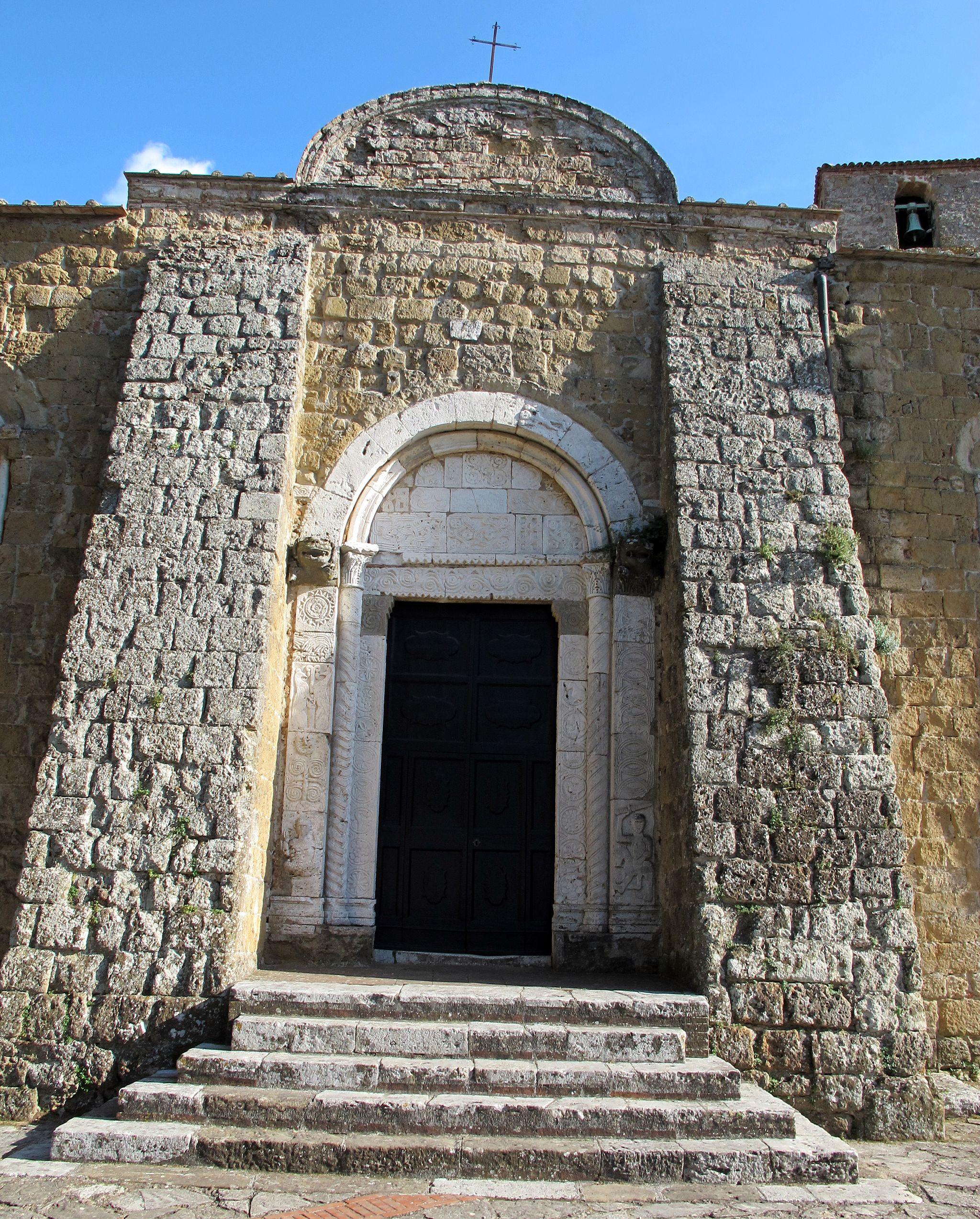 Il duomo di Sovana, portale