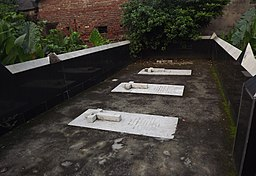 Graves of Dutt family