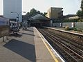 Ealing Broadway stn District platform 8 look west.JPG
