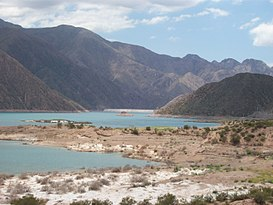 Embalse Potrerillos y dique.JPG