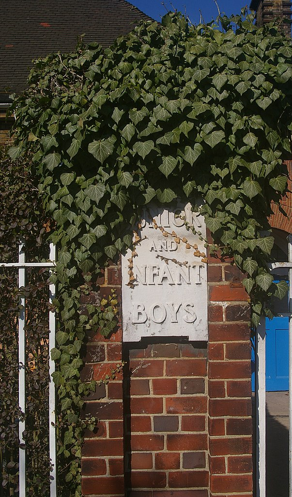 File:Entrance, Martin Primary School, East Finchley - geograph.org.uk ...