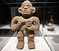 Escultura con cabeza trofeo. Museo de América 04.jpg