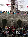 Espectadores en danza de moros y cristianos en Totolac, Tlaxcala.jpg