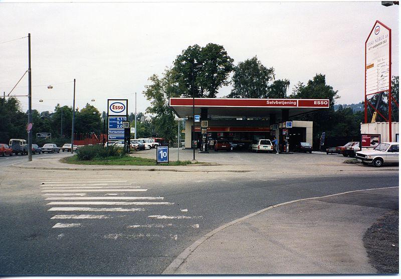 File:Esso Skøyen - SAS2009-10-2075.jpg