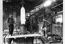 Fabrication d'obus à l'usine Ugitech d'Ugine durant la Première Guerre mondiale