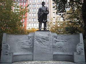 Admiral David Glasgow Farragut (Manhattan) - The monument in 2006