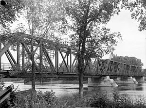 Bordeaux Railway Bridge - Bridge in 1948, as  seen from upstream. The foot bridge appears to be already in place.