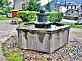 Fontaine sur la place du village.jpg