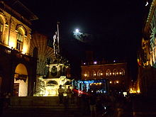 Fontana del Nettuno (Bologna) - night view 1.JPG