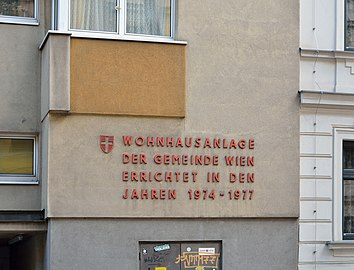 Franz-Graczoll-Hof - inscription.jpg