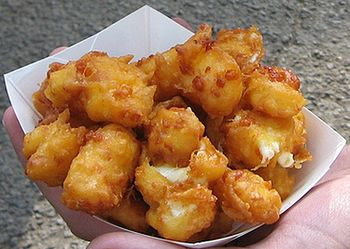 English: Fried cheese curds