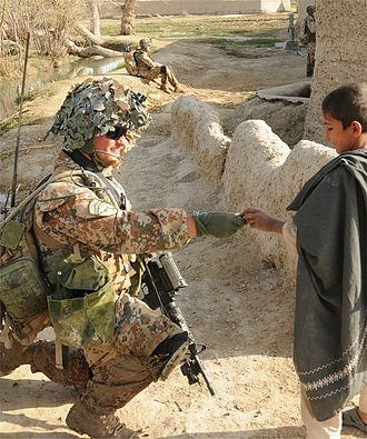 Guard Hussar Regiment (Denmark) - A Guard Hussar soldier interacts with the local population in Helmand, Afghanistan.