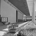Galerij van een gebouw, vermoedelijk het Helena Rubenstein Museum, Bestanddeelnr 255-1728.jpg