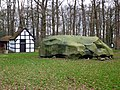 Großer Stein Tonnenheide mit Backhaus.jpg