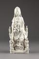 Guanyin barmhärtighetens gudinna gjord av porslin i Kina på 1600-talet - Hallwylska museet - 95580.tif