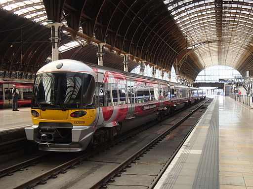 Heathrow Express 332008, Paddington Station (14487320373)