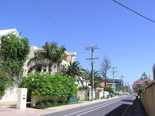 Hedges Avenue in Broad Beach