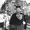 Heiligdomsvaart Maastricht (1955), ommegang Sint-Servaasbrug, Lotharkreuz & Karlsbüste.jpg