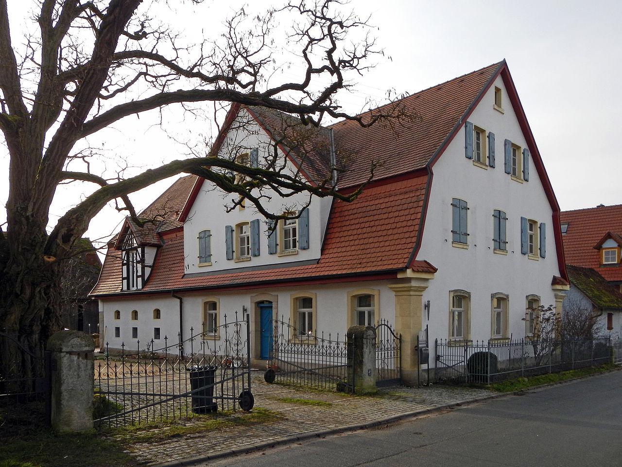 file hesselberg wohnstallhaus mit mansarddach d 5 72. Black Bedroom Furniture Sets. Home Design Ideas